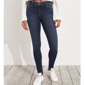 HOLLISTER | Dark Wash Skinny Jean EUC 24